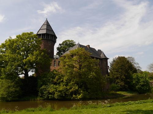 5月 ドイツ お城 犬